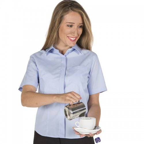 Blusa semiajustada con botón oculto